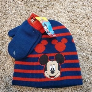 NWT Mickey Mouse 2 Piece Hat Glove Set